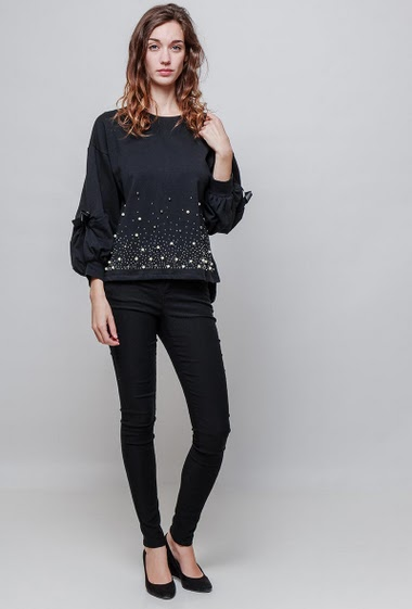 Fleece sweatshirt, puffed sleeves with tie detail, pearls and strass, casual fit. The model measures 177cm and wears S