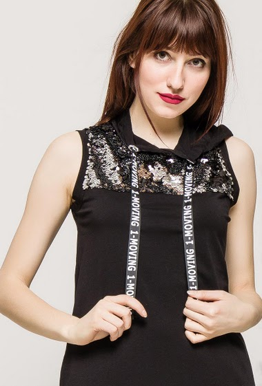 Sleeveless top, hood, sequins, long fit. The model measures 174cm and wears S