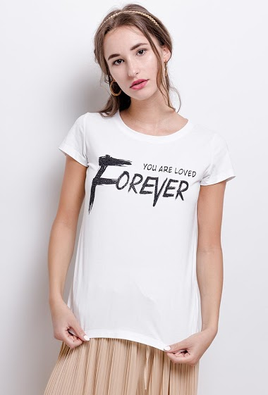T-shirt YOU ARE LOVED FOREVER. The model measures 171 cm and wears S. Length:62cm