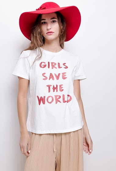 T-shirt GIRL SAVE THE WORLD. The model measures 171 cm and wears S. Length:61cm