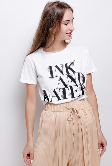 T-shirt INK & WATER. The model measures 171 cm and wears S. Length:61cm