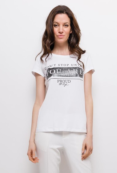 Printed t-shirt with short sleeves. The model measures 177cm and wears S. Length:60cm