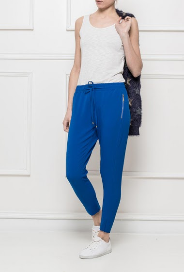Trousers with elastic waist, zipped pockets S = T38