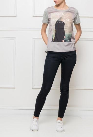 T-shirt à manches courtes avec impression sur le devant, devant en voile et dos en jersey, coupe décontractée Taille S = T38