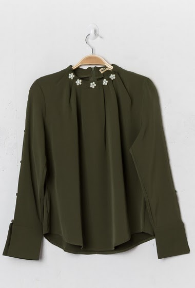 Blouse with button long sleeves. The model measures 177cm and wears S. Length:60cm