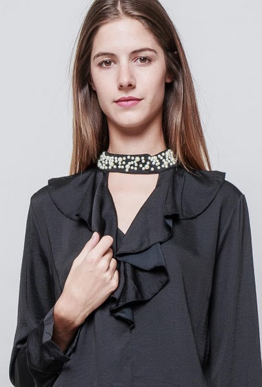 Elegant blouse, chocker neck with pearls, ruffles, fluid fabric, soft and silky touch. The model measures 180 cm and wears S/M