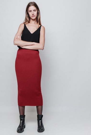 Knitted long skirt, elastic waist. The model measures 180 cm, one size corresponds to 38/40