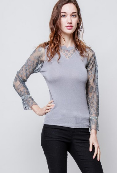 Knitted sweater, transparent lace sleeves, fancy pearls. The model measures 177cm, one size corresponds to 38-40