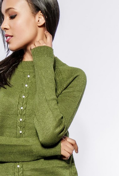 Soft knitted sweater, decorative pearls. The model measures 170cm, one size corresponds to 38-40