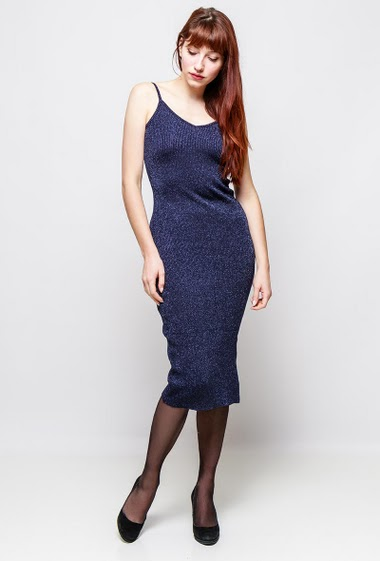 Midi dress with straps, shiny knit with lurex, close fit. The model measures 174cm, one size corresponds to 38-40