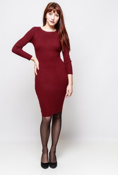 Ribbed dress, long sleeves, close fit. The model measures 174cm, one size corresponds to 38-40