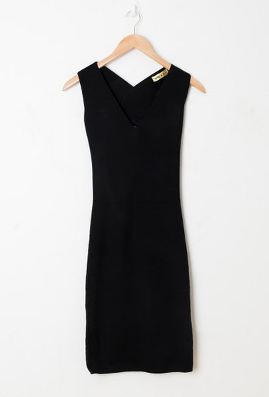 Sleeveless dress, V neck, fancy back, close fit. The model measures 174cm, one size corresponds to 38-40