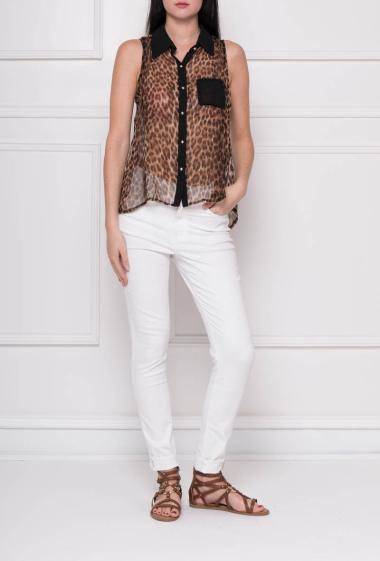 Sleeveless shirt in net with leopard pattern, patch pocket