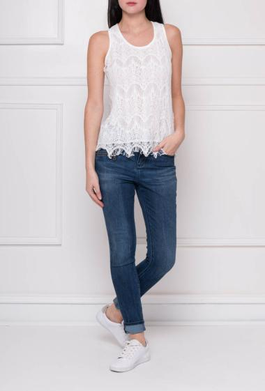 Lace tank top with lining on the front