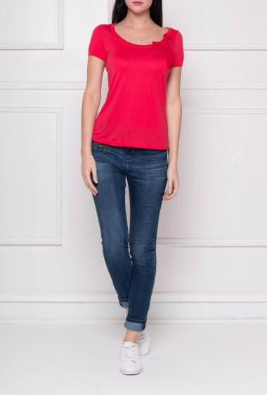 Jersey t-shirt with short sleeves and V neck decorated with knot