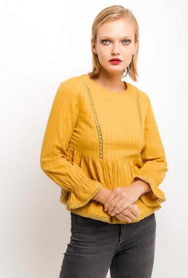 Long sleeve blouse, flared sleeve, elasticated cuff, adjusted waist. The model measures 177cm and wears S. Length:55cm