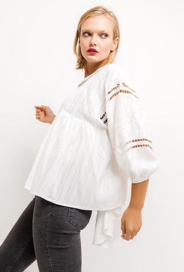 Bohemian blouse, lace, long sleeves. The model measures 177cm and wears S. Length:80cm