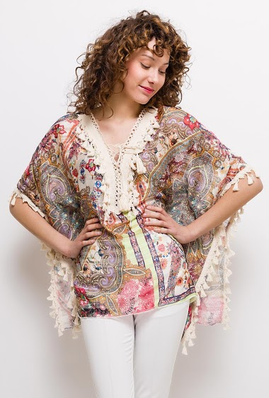 Blouse with tassels trim, lace-up collar. The model measures 177cm and wears S. Length:70cm