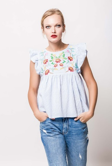 Frill check blouse. The model measures 178cm and wears S. Length:55cm