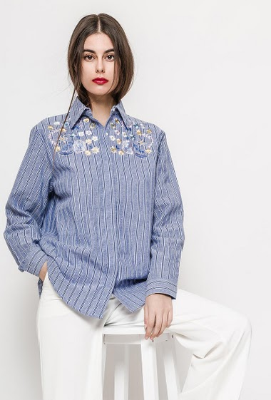 Embroidered and striped long shirt, long sleeves. The model measures 176cm and wears S. Length:80cm