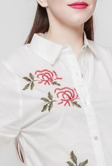 Cotton shirt, embroidered flowers with sequins, classic fit. The mannequin measures 174 cm and wears S