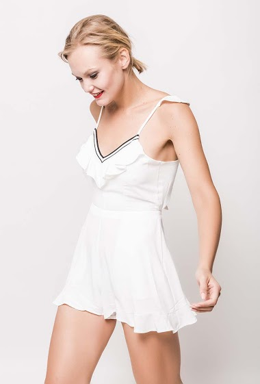 Playsuit with ruffles, pockets, tie back. The model measures 178cm and wears S. Length:80cm