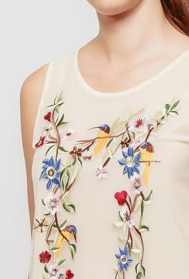Débardeur orné de fleurs brodées, dos transparent, tissu tulle résille