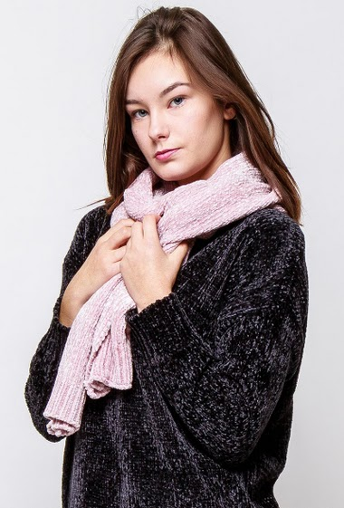 Ultra soft scarf. The model measures 172cm