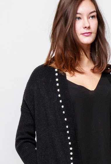 Knitted cardigan, soft touch, border with decorative pearls, casual fit. The model measures 172cm, one size corresponds to 38-40