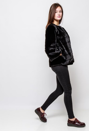 Jacket in fur, pockets, hook-and eye closure. The model measures 172cm and wears S