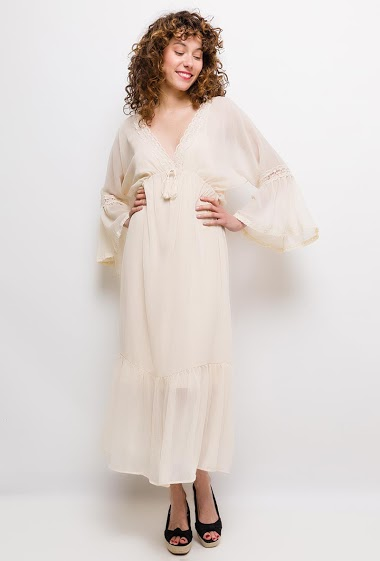 Dress with wide sleeves, sold with tank top. The model measures 177cm and wears S. Length:130cm