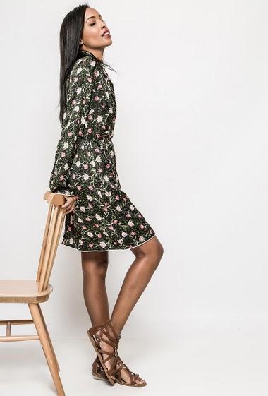 Kimono dress, printed flowers. The model measures 172cm and wears S. Length:95cm