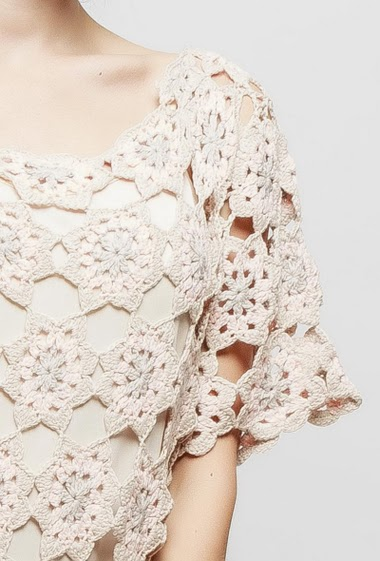 Robe en crochet, doublure, manches courtes, coupe droite