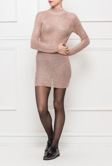 Robe en maille brillante, col montant, conseil : porter avec un fond de robe