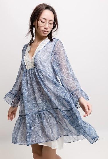 Long sleeve dress, V neck. The model measures 170cm and wears S. Length:90cm
