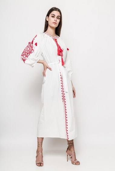 Hippie dress, sleeves with embroideries, belt, pompons. The model measures 176cm and wears S. Length:125cm