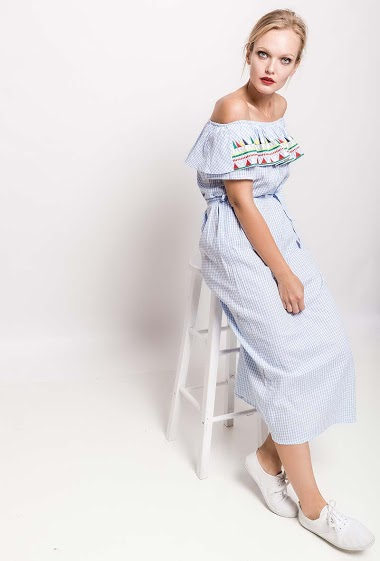Frill off shoulder dress, embroideries. The model measures 178cm and wears S. Length:125cm