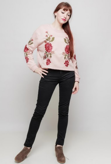 Fleece sweatshirt, embroidred flowers with sequins, casual fit. The mannequin measures 174 cm and wears S