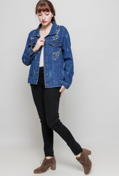 Damaged denim jacket, rhinestones, casual fit. The mannequin measures 174 cm and wears S