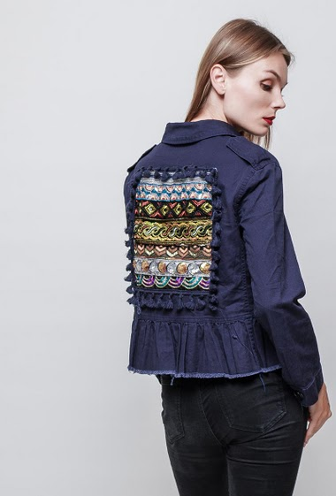 Sequin mid-season jacket. The model measures 177 cm and wears S