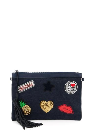 Zipped clutch bag with pompon, embroidered badges with sequins, possibility to wear with a shoulder strap, inside with a zipped pocket. (Length x Width x Hight: 32x1x22 cm)