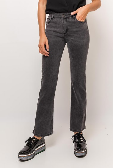 Bootcut jeans. The model measures 175cm and wears S
