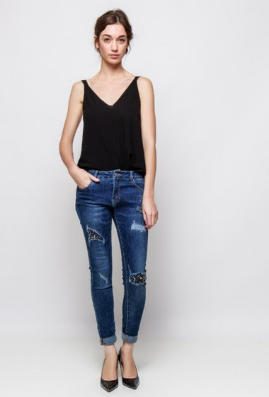 Slim jeans with pearls.The model measures 177cm and wears S