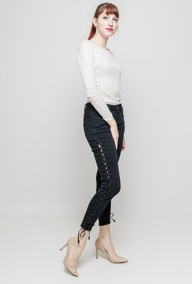 Black jeans, lace-up side. The mannequin measures 174 cm and wears S