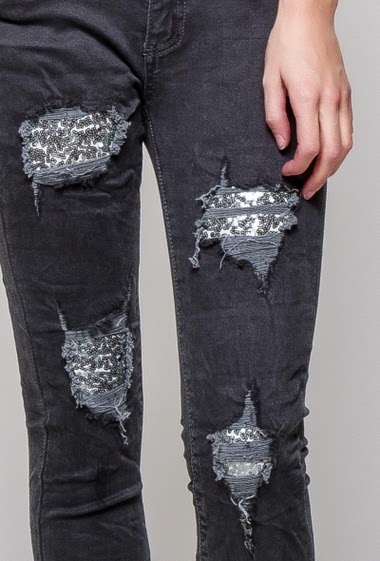 Ripped pants with sequined detail, skinny fit. The model measures 177cm and wears S