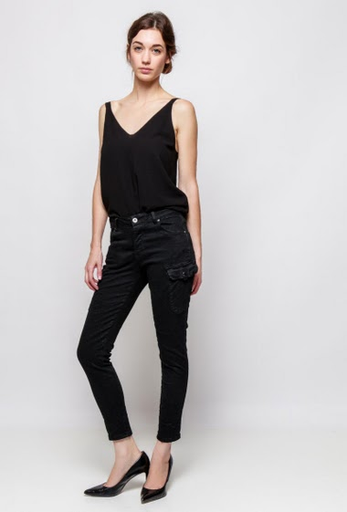 Cargo pants, skinny fit. The model measures 177cm and wears S