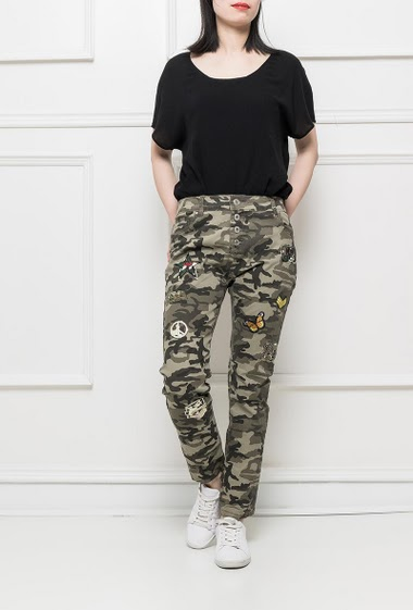 Camo pants with embroidered patches, slim fit