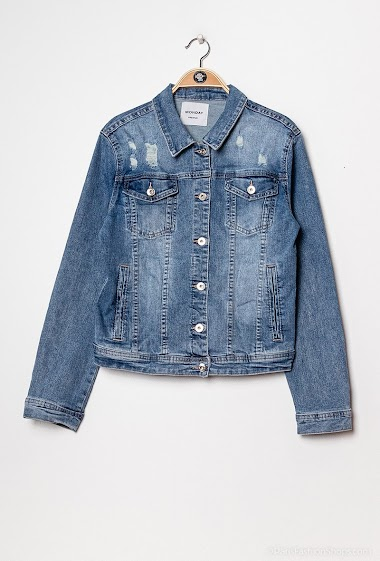 Damaged denim jacket, patches, studs. The mannequin measures 174 cm and wears S/M