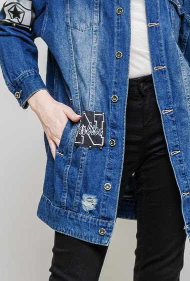 Long denim jacket, damaged detail, patches, studs. The mannequin measures 174 cm and wears M/L