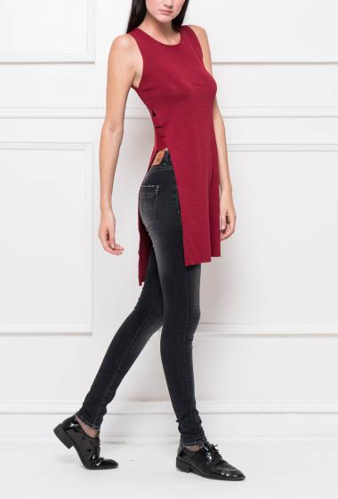 Knit sleeveless top with slit on the side